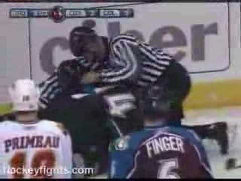 Ian Laperriere vs. Dion Phaneuf