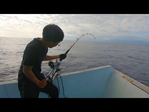 RJ跟他爸爸出海釣魚~~