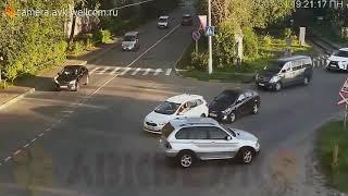 Глупые водители. Пойманные на камеру - Лучшее из лучших