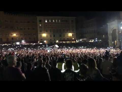 Siena: lo spettacolo dei BOOMDABASH in Piazza del Campo