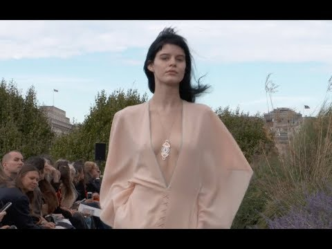 ROLAND MOURET Spring Summer 2019 London - Fashion Channel