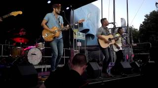 Ivan & Alyosha Performs 'I Was Born To Love Her' At Bumbershoot