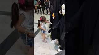 preview picture of video 'عکس العمل دنیا به یک مانکن با حجاب B&D'