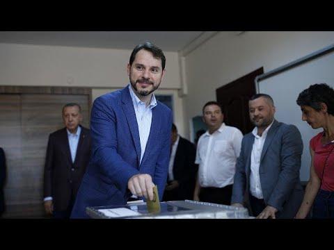 Τουρκία: Παραιτήθηκε ο υπουργός Οικονομικών Μπεράτ Αλμπαϊράκ…