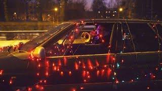 Гирлянды на машине против Полиции.