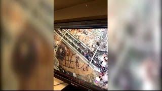 Эскалатор полетел вниз на большой скорости в торговом центре в Гонконге