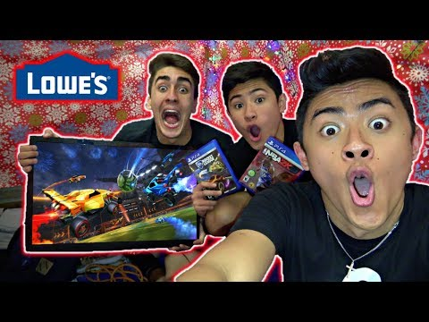 CHRISTMAS GAMING FORT IN LOWES! (KICKED OUT)