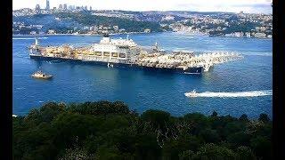 Pioneering spirit крановое судно гигант проходит Босфором в Чёрное море Газпром - Турецкий поток