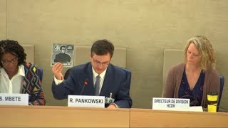 Rafał Pankowski presents a record to commemorate Marcin Kornak, session of the United Nations Human Rights Council, 15.03.2019.