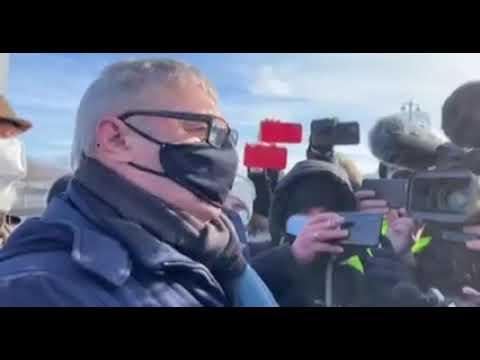 """""""Он стал знаменем борьбы за свободу"""". На месте убийства Бориса Немцова"""