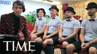 Gambar cover Stromae Sings 'Tous Les Mêmes' Live Acapella, Takes On America | TIME