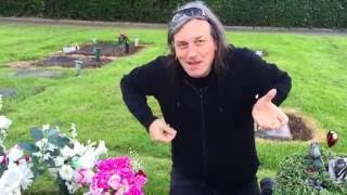 Marty Willson Piper and Frank Kearns visit Phil Lynotts grave in Sutton