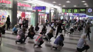 preview picture of video 'Dance Flash Mob (Kamppi, 28.8.2010)'