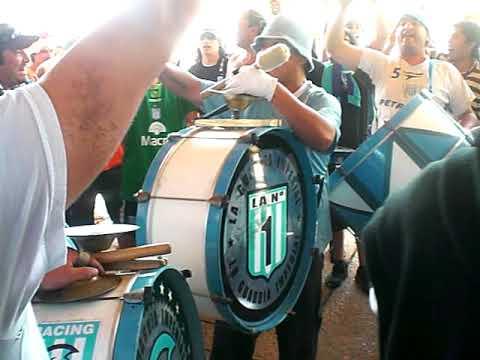 """vamo acade... vamo a ganar.."" Barra: La Guardia Imperial • Club: Racing Club • País: Argentina"