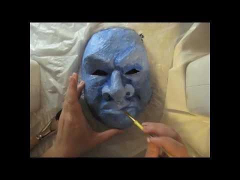 Mask sa mukha ng isang tinedyer