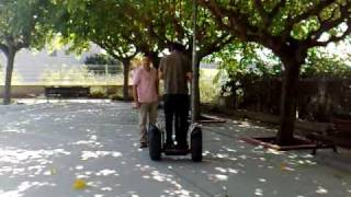 preview picture of video 'Conducció del Segway per l'Alcalde de Subirats i membres del Patronat'