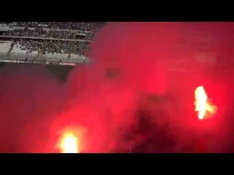 """Fverza Oriente incendiando la tribuna."" Barra: Fverza Oriente • Club: Sporting Cristal"