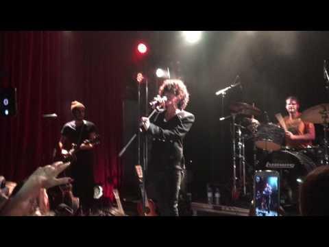 Concert LP (Laura Pergolizzi).Talking with fans. Berlin Lido.28.11.16