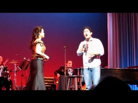 被隨機點名到臺上唱歌的觀眾,他的表現讓整個會場的人都尖叫了