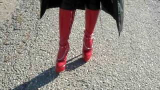 High Heels Queen In Rote Stiefel