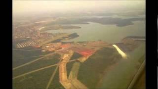 preview picture of video 'Hidrelétrica de Itaipu e Foz: Vista Aérea antes da aterrissagem...'