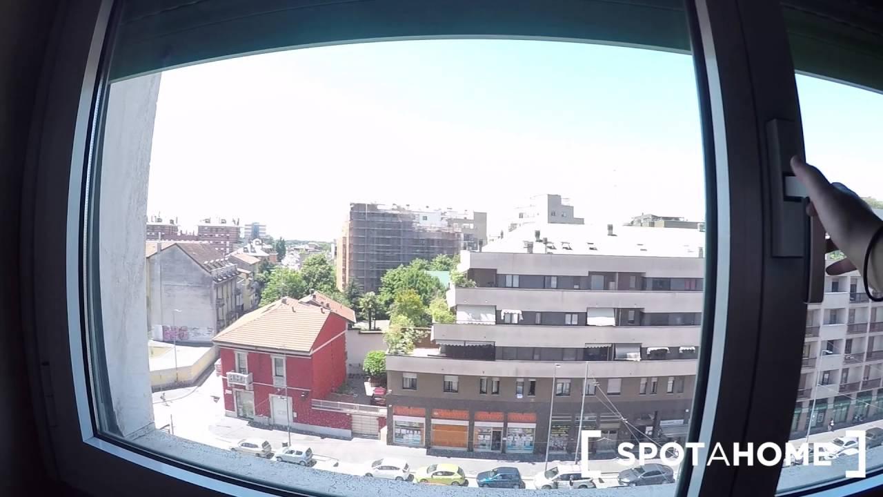 Stanze in affitto a uomini in un luminoso appartamento con 4 camere da letto con balcone in zona Vigentino