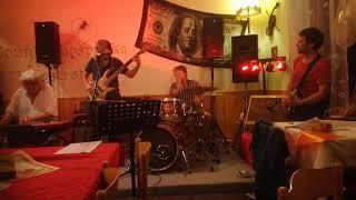 Video U šesti strun swing piano solo Břetislav Bakala