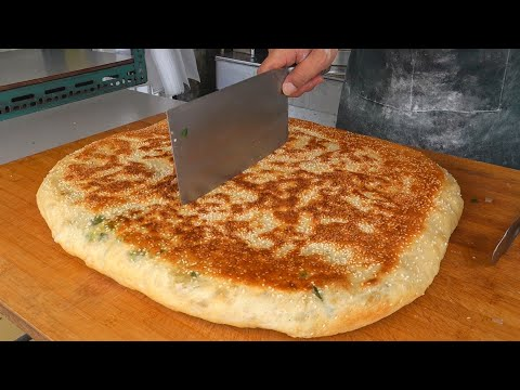 Giant Scallion Pancake / 現做蔥花大餅 – Taiwanese Street Food
