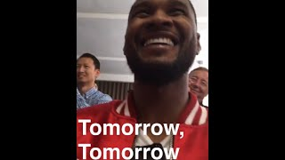 Usher Snaps His Sons Performance in Annie
