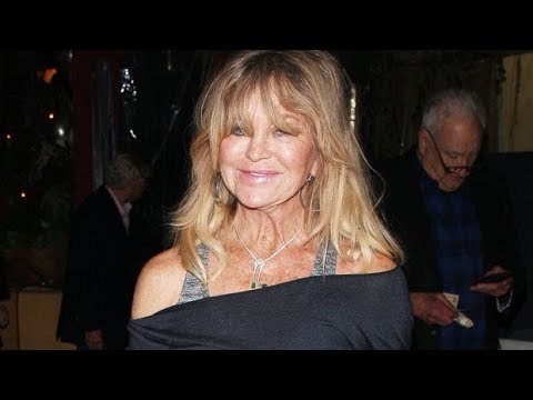 Goldie Hawn, 74, Busts A Move To 'Hey Ya!' While Washing Dishes In Fun Clip — Watch