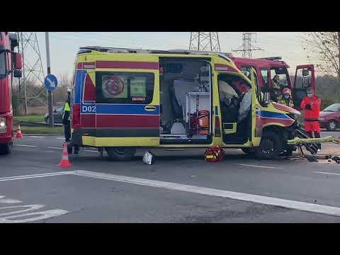 Wideo: Zderzenie karetki i osobówki na DK3 w Polkowicach