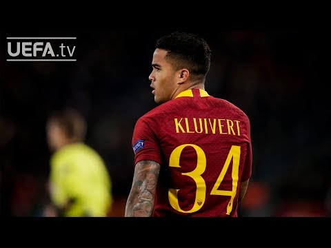 Why does Justin Kluivert wear 34 at Roma?