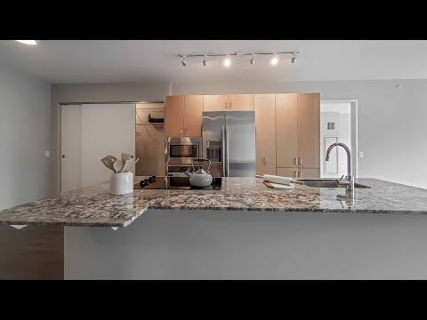 A Streeterville 2-bedroom + den, 2 1/2-bath steps from the Mag Mile at Aston