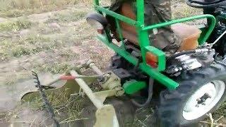 Мототрактор копает картошку сам!!!)))