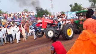 Tractor Tochen Sawraj 855 vs Johndeere