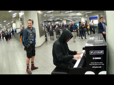 Punk Rocker Sings The Blues - Crowd Gets  Nervous