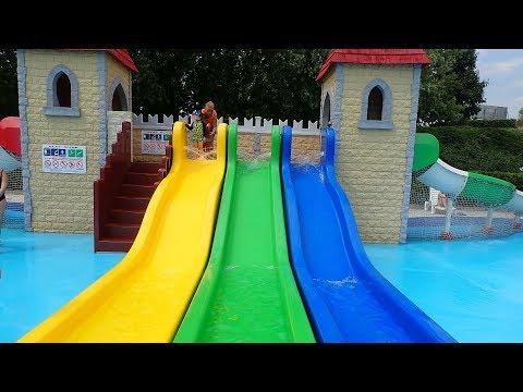 Multislide für Kinder :: Kinderrutsche am Wasserspielhaus   Acquatica Park Mailand
