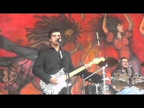 Los Gardelitos - Una Roca En El Humo - Cosquin Rock 2011