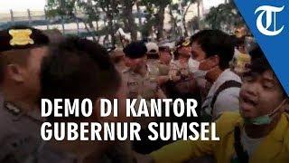 Unjuk Rasa Mahasiswa di Kantor Gubernur Sumsel Berakhir Ricuh