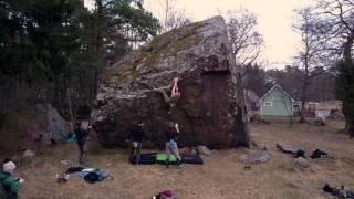 Bouldering at Jaani-Tooma Suurkivi