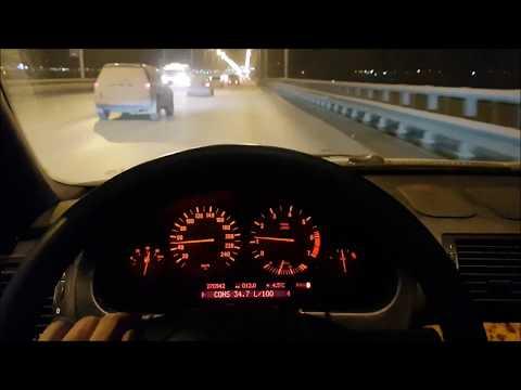 Der Aufwand des Benzins auf 100 km des BMW x5 3.0