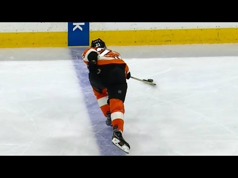 Desperation play by Manning leads to Flyers goal