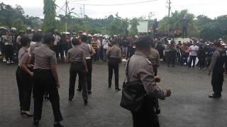 preview picture of video 'Polwan beraksi, pendemo pun tenang  Kota Tarakan Kaltara'