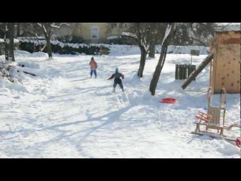Schifahren im Garten