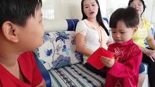 Mùng 1 Tết, Tin và anh Hai chúc Tết, nhận lì xì của Ông bà Nội, Ba Mẹ