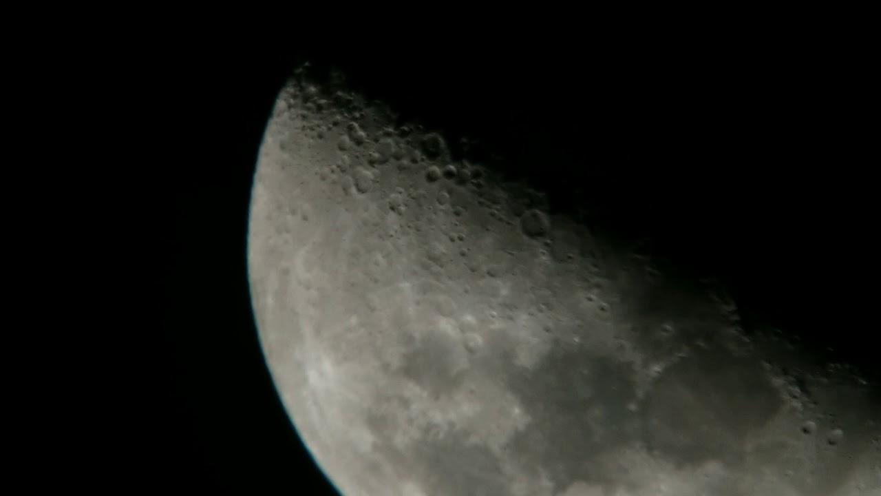 Странные объекты, летящие мимо Луны, поймала любительская камера (ВИДЕО)