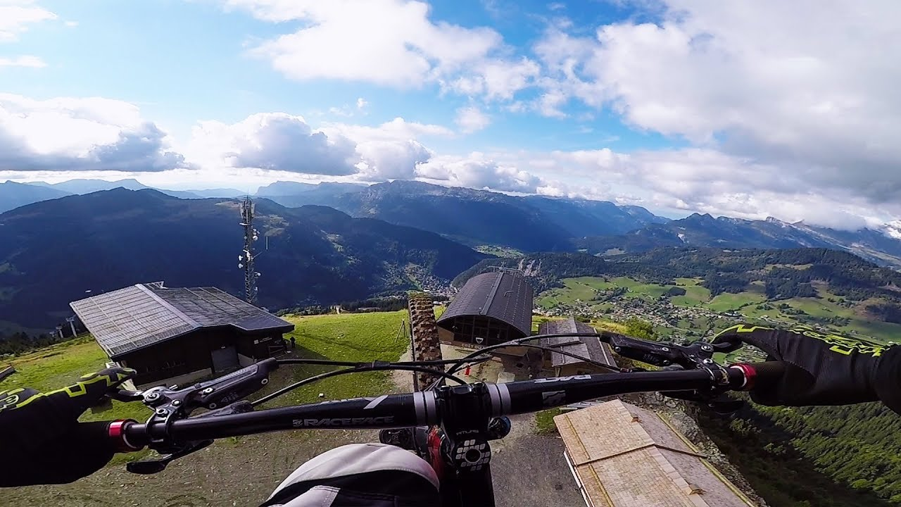 Невероятное зрелище: Экстремальный полет на... велосипеде!