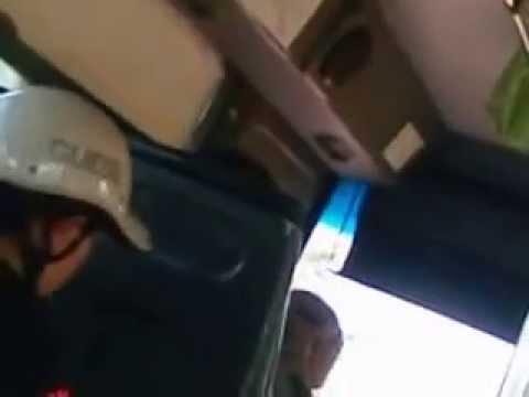 Cãi nhau kinh hoàng trên xe bus