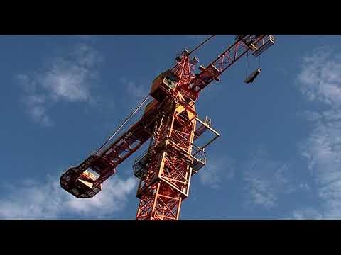 В Курске сносят башенный кран на улице Советской
