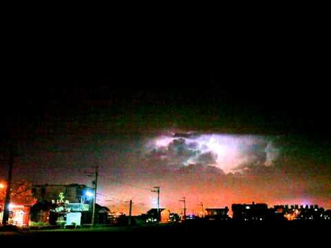 宜蘭天空不停閃電